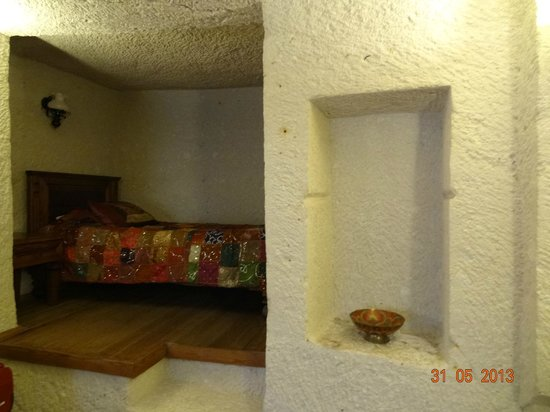 Vezir Cave Suites: extra bed in the big bedroom