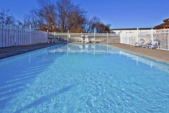 Holiday Inn Express Hotel & Suites Nashville - I-40 & 1-24 (Spence Lane): Swimming Pool