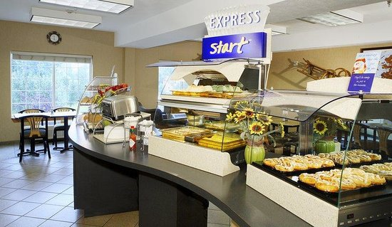 Holiday Inn Express Anchorage: Breakfast Bar