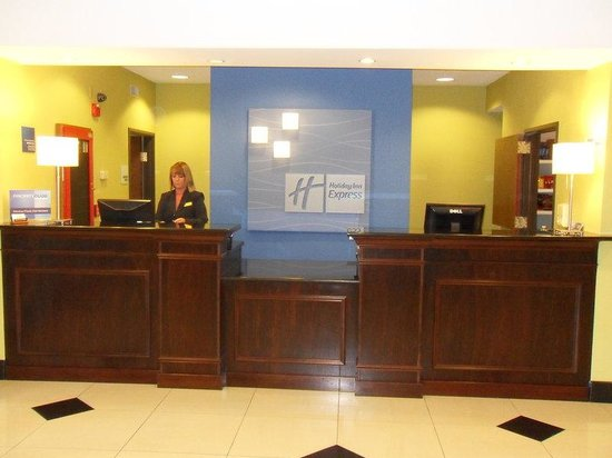 Holiday Inn Express Tell City: Front Desk