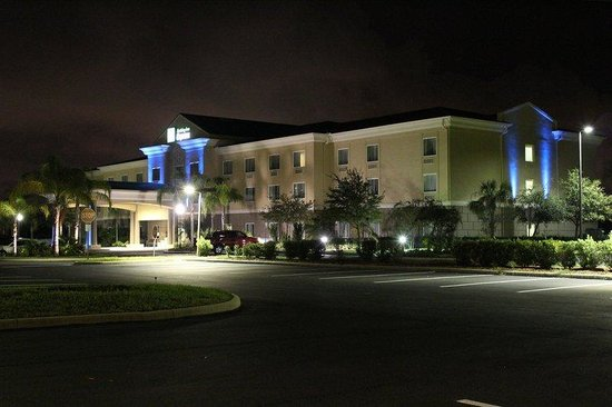 Holiday Inn Express Cocoa: Hotel Exterior