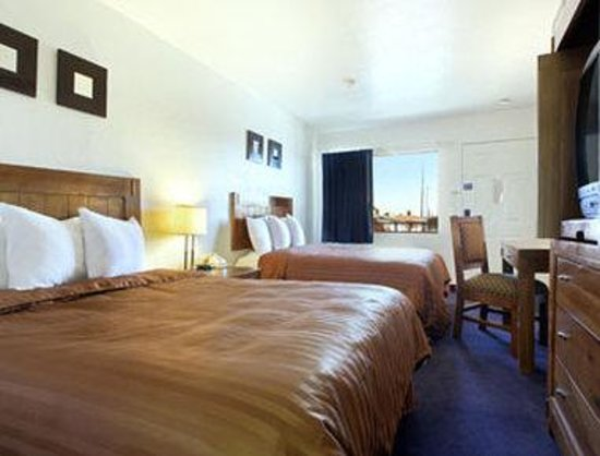 Days Inn Phoenix Metro Center: Standard Two Queen Room