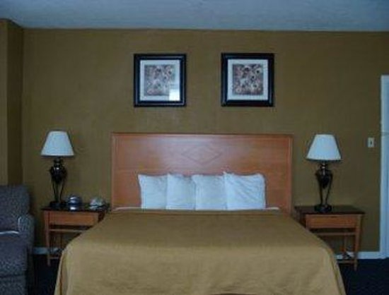 Lebanon, PA: King Bed Room