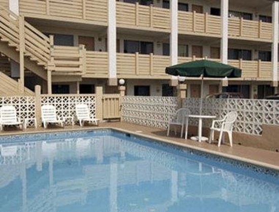 Travelodge Virginia Beach: Pool
