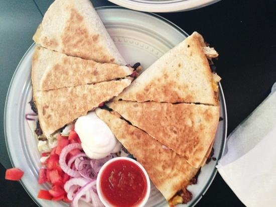 Quincy, Φλόριντα: chicken and black bean quesadilla