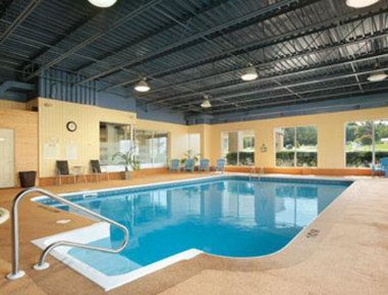 Owen Sound, Canada: Indoor Heated Saltwater Pool With Whirlpool