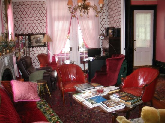 Victorian Bed & Breakfast of Staten Island: Hall