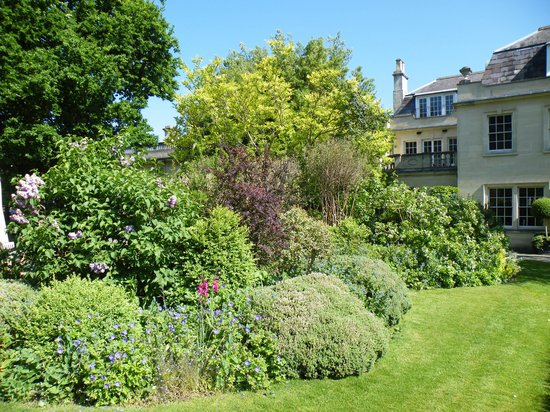 Royal Crescent Hotel: Luscious Gardens