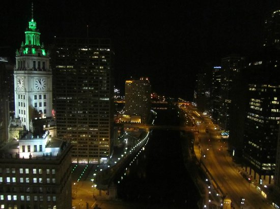 Trump International Hotel & Tower Chicago: View from Lake View Room at Night