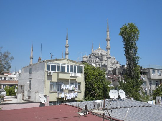 Dersaadet Hotel Istanbul : View of the Blue Mosque from the rooftop terrace