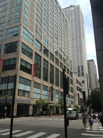 Homewood Suites by Hilton Chicago Downtown: Hotel exterior