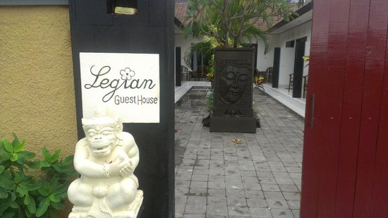 Legian Guest House: The front gate