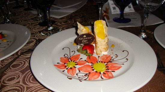 Secrets Capri Riviera Cancun: Dessert at VIP Dinner