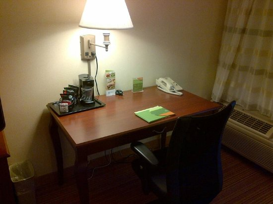 Courtyard by Marriott Toronto Mississauga/Meadowvale: Desk