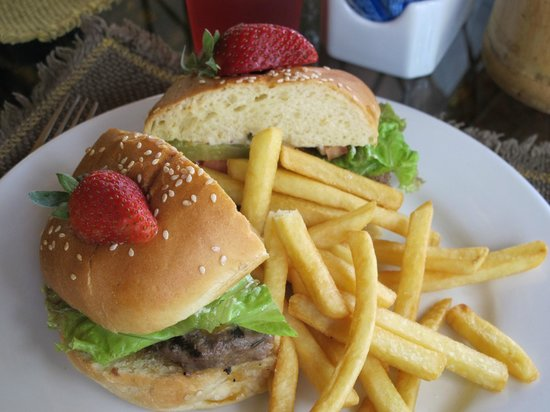 The Springs Resort and Spa at Arenal : Burger at the Grill
