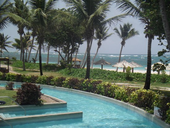 Coconut Bay Resort & Spa: part of the lazy river and beach