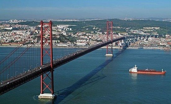 Holiday Inn Lisbon - Continental: Bridge over the Tagus River