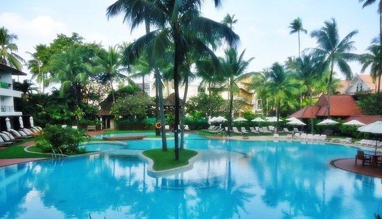 Patong Beach Hotel: Pool Area