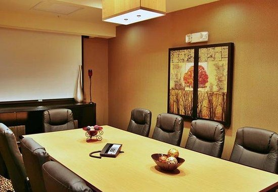 SpringHill Suites Pueblo Downtown: Boardroom