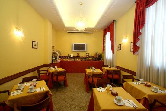 Astoria Hotel Bologna: Breakfast Room