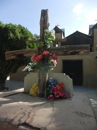 Chimayo, NM: Cross in sanctuary plaza