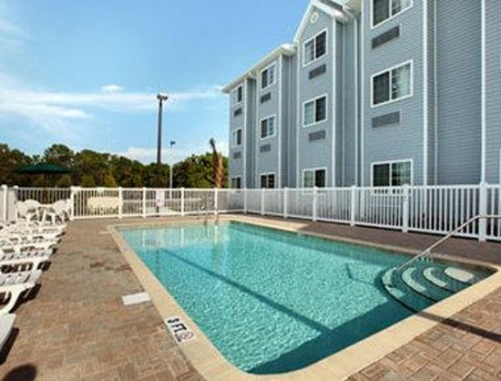 Microtel Inn & Suites by Wyndham Spring Hill/Weeki Wachee: Pool