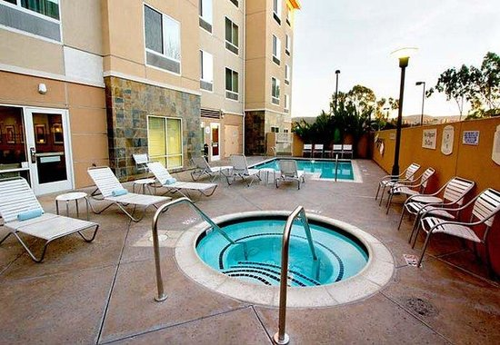 West Covina, Калифорния: Outdoor Pool & Whirlpool