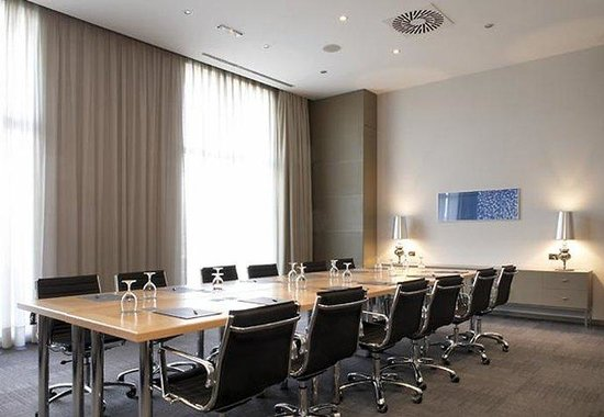 AC Hotel Porto by Marriott: Meeting Room – Boardroom Style