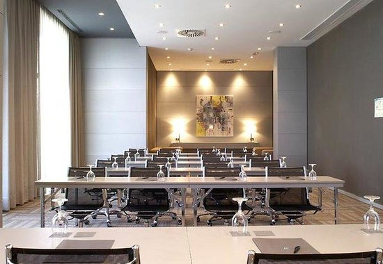 AC Hotel Porto by Marriott: Meeting Room – Classroom Style
