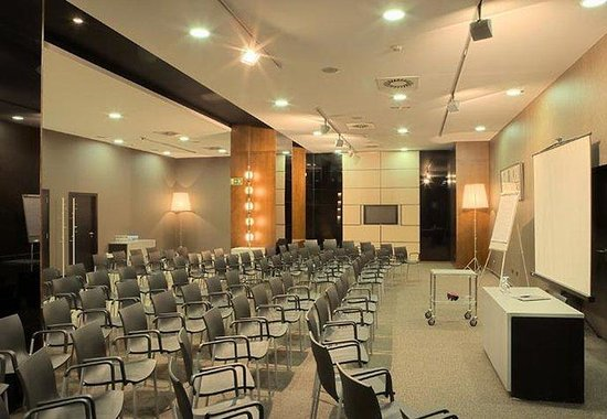 AC Hotel Porto by Marriott: Meeting Room – Theater Style