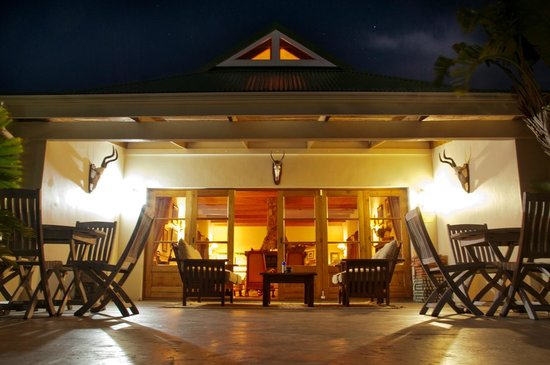 Saint Francis Bay, Южная Африка: Front Patio at Night