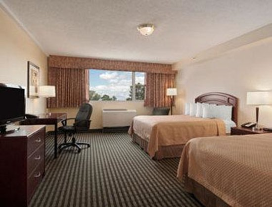 Ramada Winnipeg Hotel-Viscount-Gort: Two Queen Bed Room
