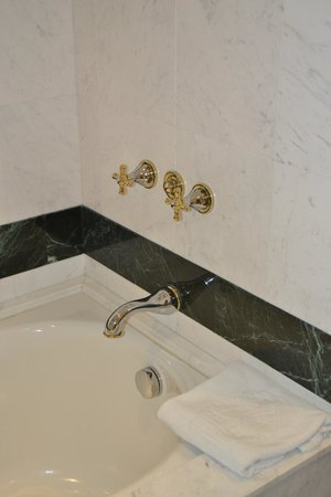 The Ritz-Carlton, Doha: Baño