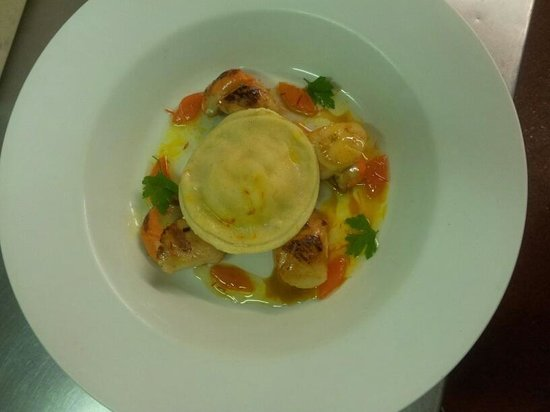 Emsworth, UK: King scallops, scampi ravioli , saffron vinaigrette