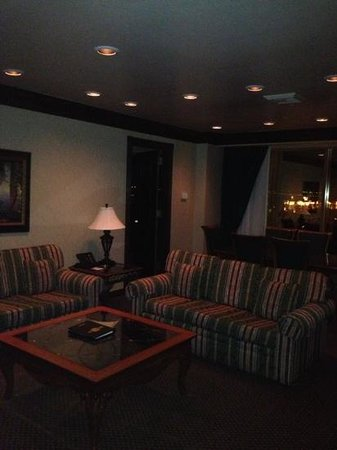 Suncoast Hotel and Casino: Living Room of Suite