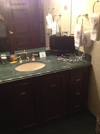 Suncoast Hotel and Casino: bathroom beautiful