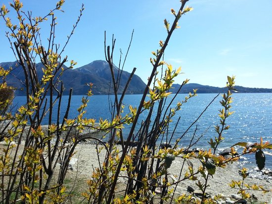 Lombardei, Italien: Lake from Intra beach