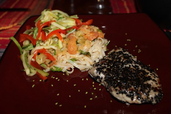 Anamaya Resort & Retreat Center: Tuna Steak with red curry veggie noodles