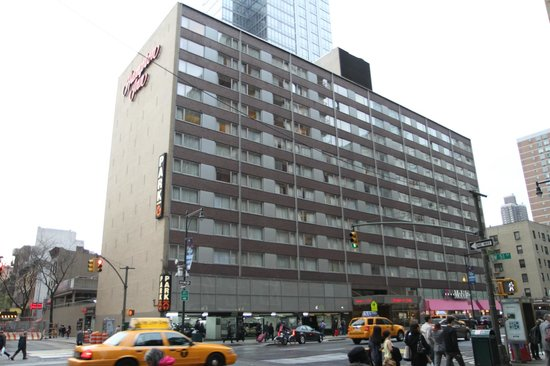 The Hampton Inn Times Square North: hotel building