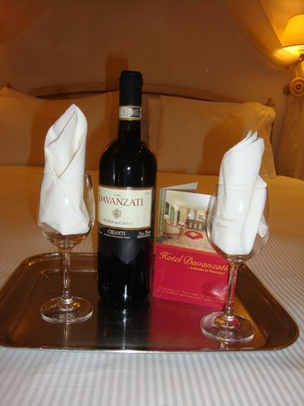 Hotel Davanzati: Complimentary bottle of vino