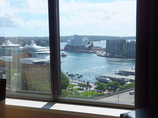 Four Seasons Hotel Sydney: Deluxe harbour view