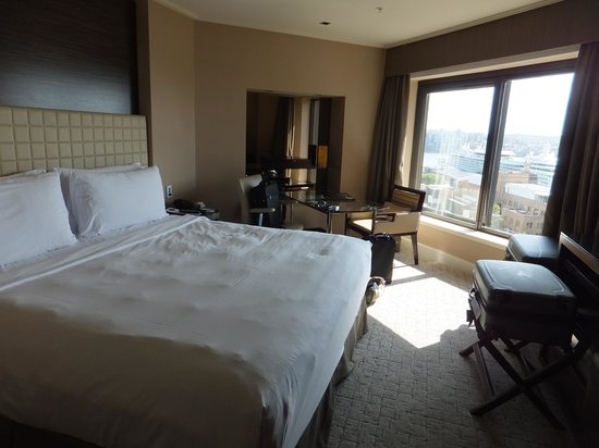 Four Seasons Hotel Sydney: Bed with a view