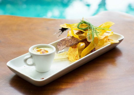 Chiriqui Province, Παναμάς: Poolside homemade chips from plaintain, yucca, and taro