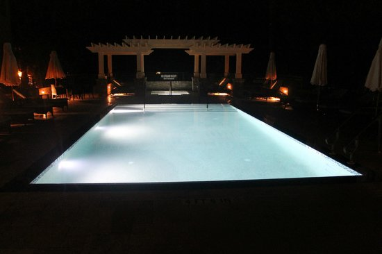 Inn at Harbour Town - Sea Pines Resort: Pool at Night