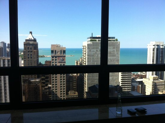 The Ritz-Carlton Chicago (A Four Seasons Hotel): Lake View