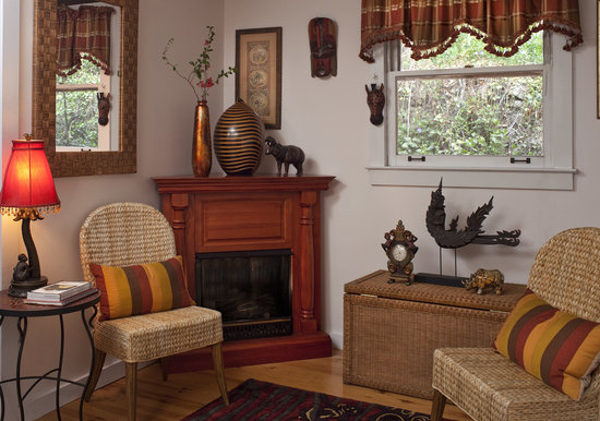 Cliff Cottage Inn - Luxury B&B Suites & Historic Cottages : Your fireplace is nice on chilly nights