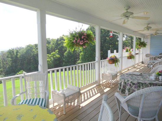 Brierley Hill Bed and Breakfast: Wrap around Porch for relaxing or Breakfast