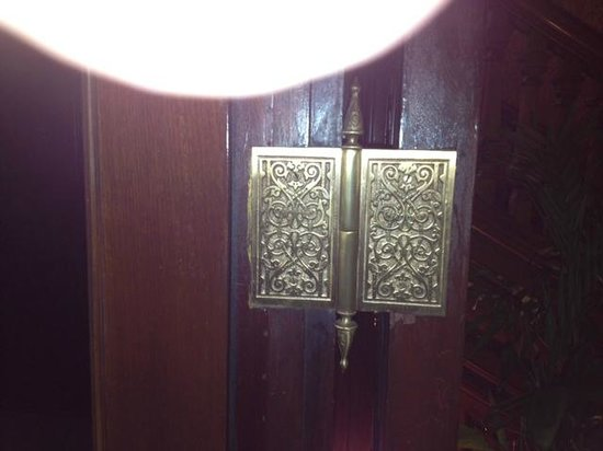 Wentworth Mansion: DOOR HINGE