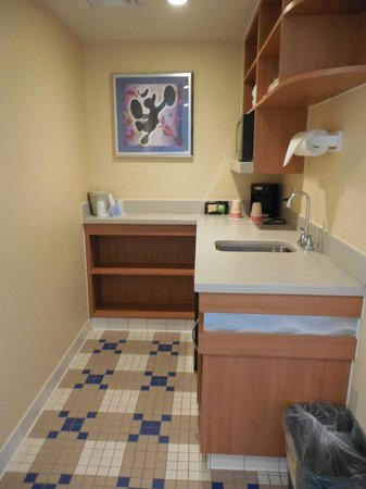 Disney's All-Star Music Resort: Kitchenette, there is a fridge, just can't see in the pic.