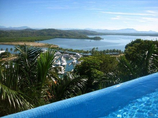 Colima, Mexique : Breathtaking view from infinity pool